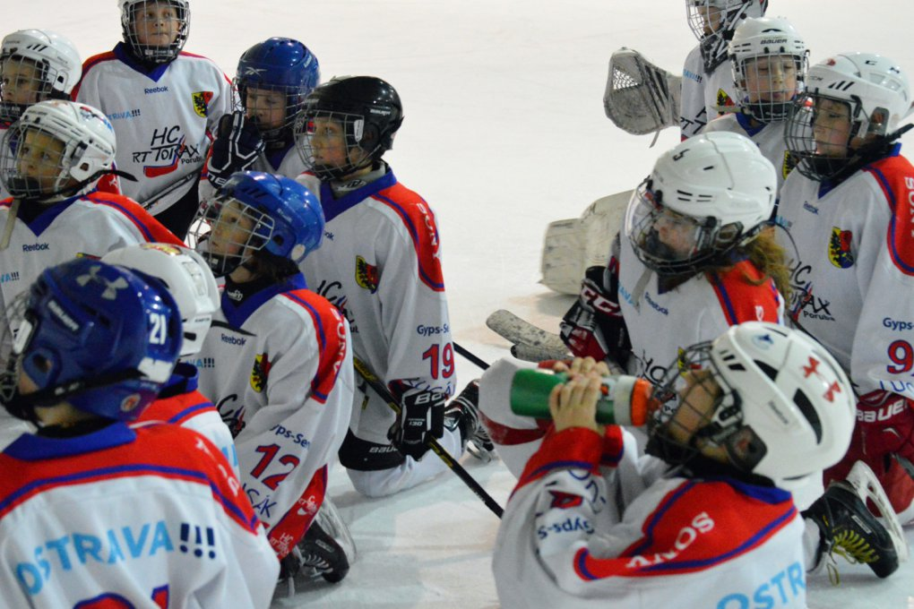 MINIHOKEJ: Vánoční turnaj v Karviné s účastí porubských nejmenších hokejistů