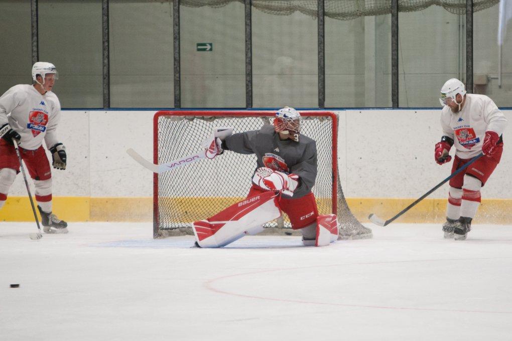 FOTO: Hokejisté HC RT TORAX Poruba 2011 naskočili na led! Včetně všech posil