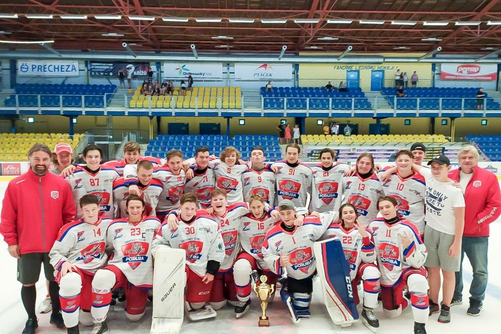 FOTO: Dorostenci na turnaji v Přerově vybojovali třetí místo