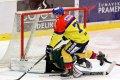 Luboš Rob s hattrickem na hokejce. Tentokrát ale na Michala Šurého z ostrého úhlu nevyzrál.