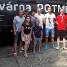 Hráči FK Teplice podpořili Kavárnu POTMĚ v Oseku