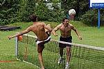 Hráči si zpestřují přípravu na koupališti