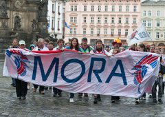 FOTO: Fanoušci zahájili sezónu, pochodovali městem