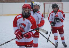 Hokej pod širým nebem! Šesťáci si zkusili Winter classic