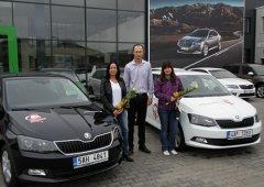 Vítězka tipovací soutěže se Škoda Auto převzala svou výhru