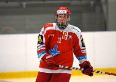 První tréninky jsou velice těžké, patří to ale k hokeji, uvědomuje si Lukáš Přecechtěl