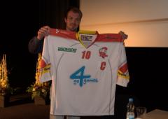 FOTO: Mora na předsezónní tiskové konferenci představila nové dresy i kapitána