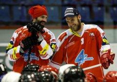 Hráči A-týmu vyjeli v rámci Mikuláše na led se žáčky