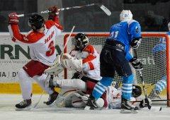 Juniorka se rozloučila se sezónou ve velkém stylu, když na svém ledě rozdrtila Plzeň