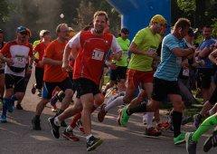 FOTO: Kohouti podruhé běhali pro dobrou věc. Štafeta mládeže skončila bronzová