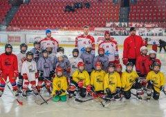 FOTO: Nejmenší Kohouti si užili mikulášskou nadílku spolu s hráči A týmu