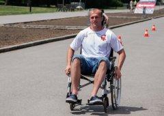 FOTO: Hokejisté se účastnili štafety na vozíčku a besedy