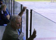 Zemøel Bøetislav Hradil, bývalý hokejový rozhodèí a èinovník klubu