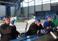 Trenéøi Lukáš Plšek s Jiøím Weintrittem vyslali Bobry poprvé na led