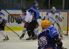 V dalším kole 2. ligy zajíždìjí Bobøi na led Karvivé. V sázce bude Èerný Petr.