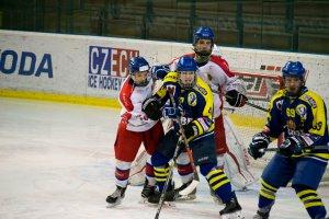Starší dorost jako první dobyl led Zubrů, Poruba rozhodla čtyřmi góly už v první části