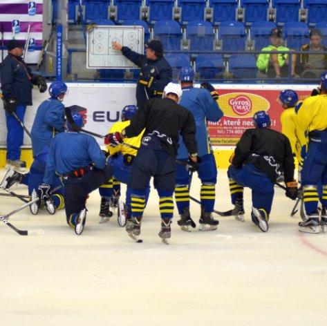 Zubří A-tým zahájil tréninky na ledě, do přípravy vyjel široký kádr i s mladými hráči