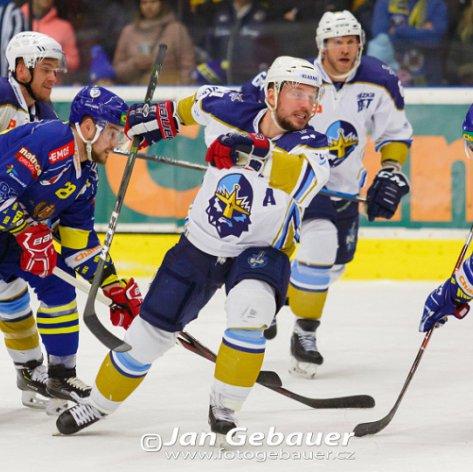 Zubři v úterý domácí led nevyužili, ve třetím čtvrtfinále utrpěli vysokou porážku