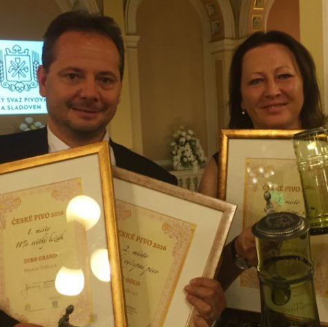 P�erovsk� pivovar m� dal�� ocen�n�, nejlep�� jeden�ctkou roku 2016 je ZUBR Grand