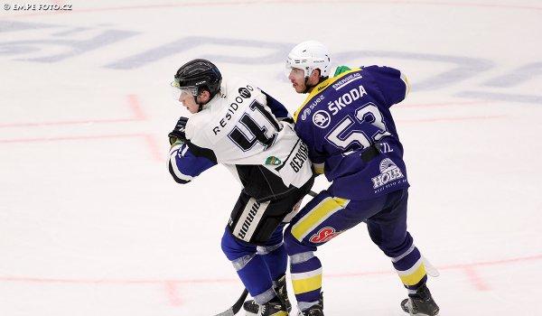 Byl to takový hurá hokej s hodně nepřesnostmi, říká o první přípravě Lukáš Bednář