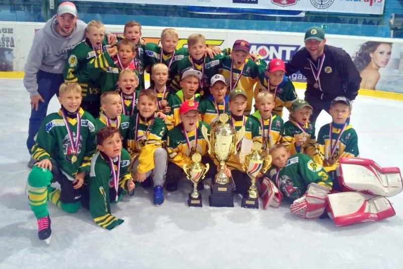 Vsetínský ročník 2009 ovládl Asalonta Cup! Hráči ročníku 2008 vybojovali bronz