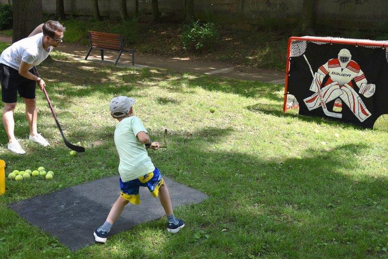 OBRAZEM: Na dětském dni si střelbu na branku přišly vyzkoušet desítky dětí