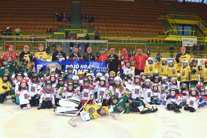 Týden hokeje přilákal na Lapač přes čtyři desítky dětí
