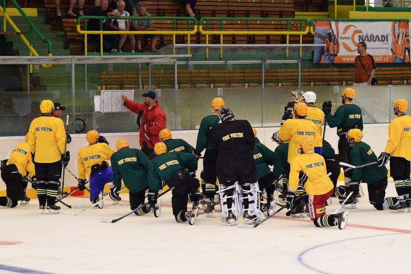 Vsetín vyjel poprvé na led, trenéři přivítali přes dvacet hráčů