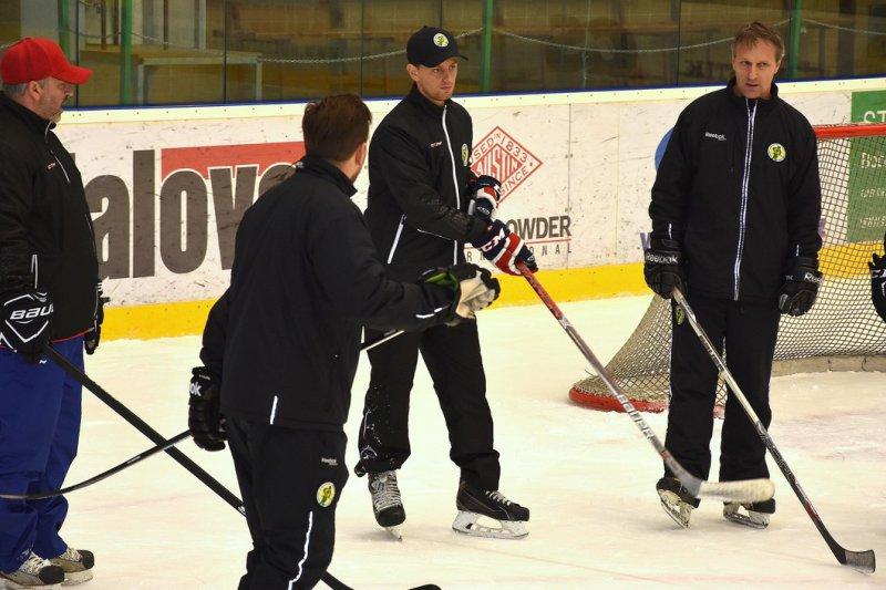 Trenéři mládežnických družstev společně na ledě