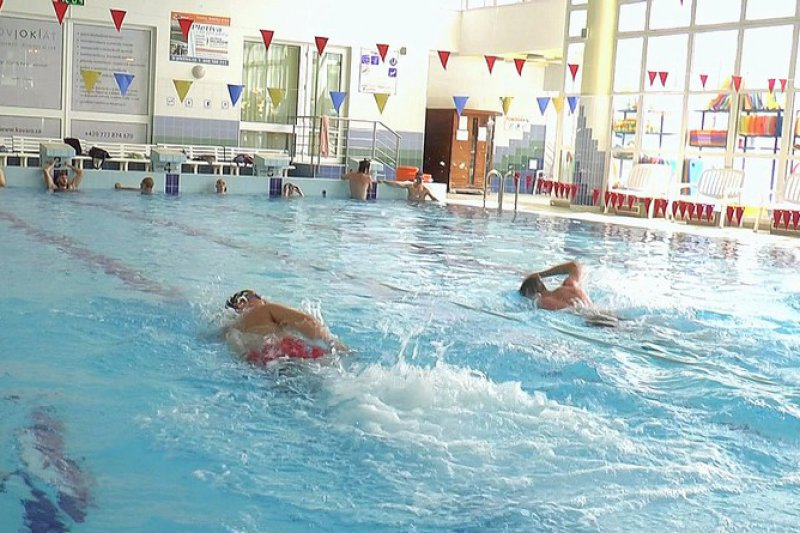 VIDEO: Tesařík vede tréninky ve vodě. Plavání není úplně moje parketa, přiznává Dostálek