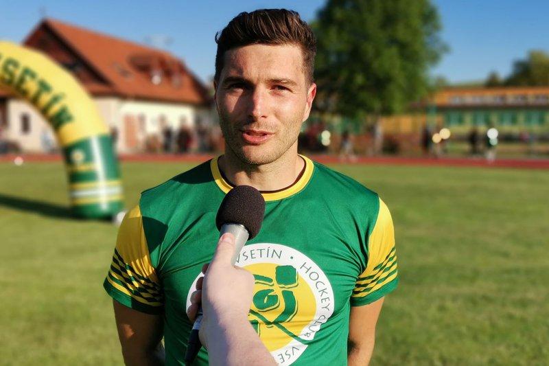 VIDEO: Jsem rád, že jsem mohl přijet za klukama, přiznává Branislav Rehuš. Vítá otevření hranic