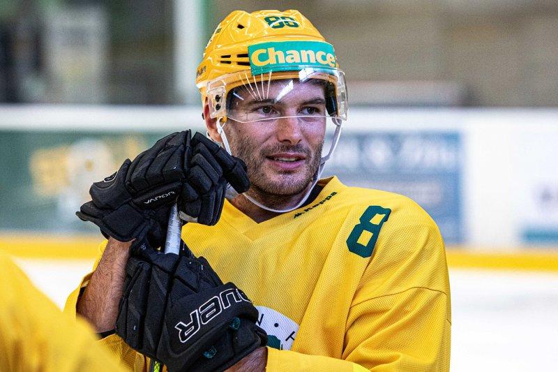 VIDEO: První trénink na ledě? Žádná sranda, usmívá se Branislav Rehuš. Těšil se na partu v kabině