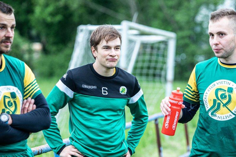 OBRAZEM: Hokejisté VHK změřili síly s fotbalisty Lhoty u Vsetína