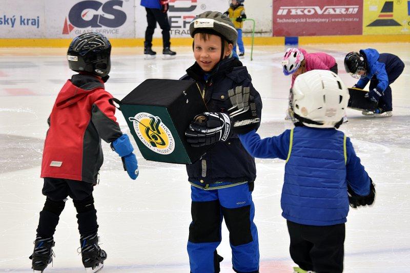 OBRAZEM: Hraj hokej za Vsetín! Náborová akce přilákala na Lapač děti i rodiče