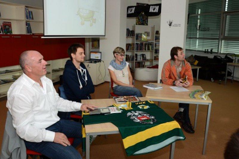 Valašský hokejový klub četl dětem v knihovně