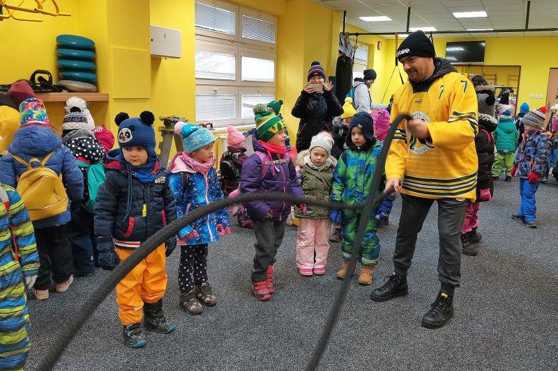 OBRAZEM: Děti z mateřských školek si prohlédly zázemí stadionu a sledovaly trénink hokejistů
