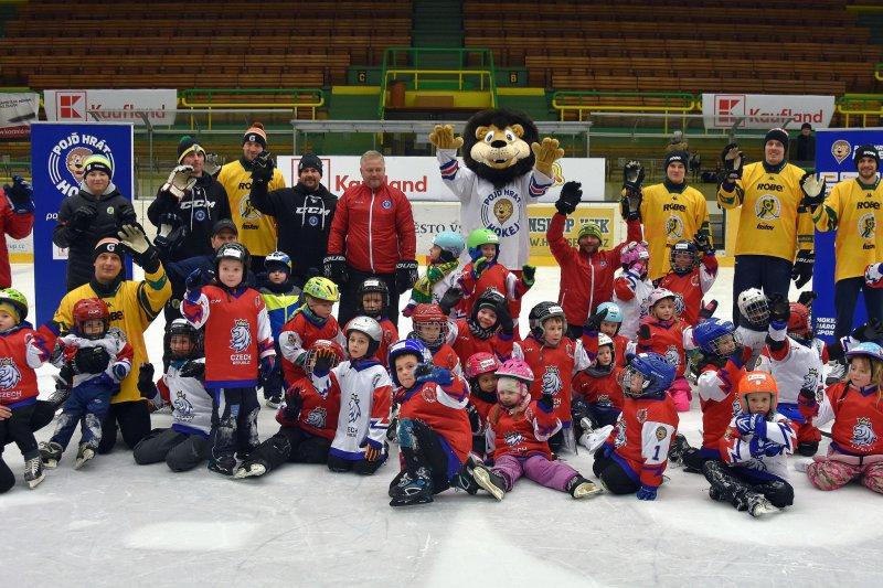 Týden hokeje se vrátil do Vsetína. Akce na Lapač přilákala další desítky dětí