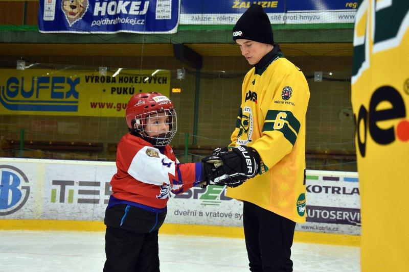 Přijďte v pondělí 21. září na Lapač na náborovou akci Hraj hokej za Vsetín!