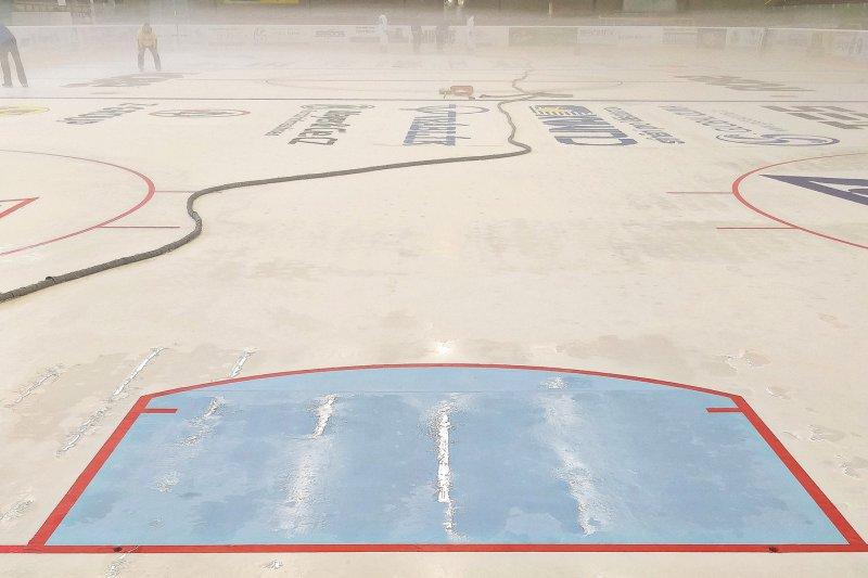 VIDEO: Ledová plocha je připravena na první tréninky