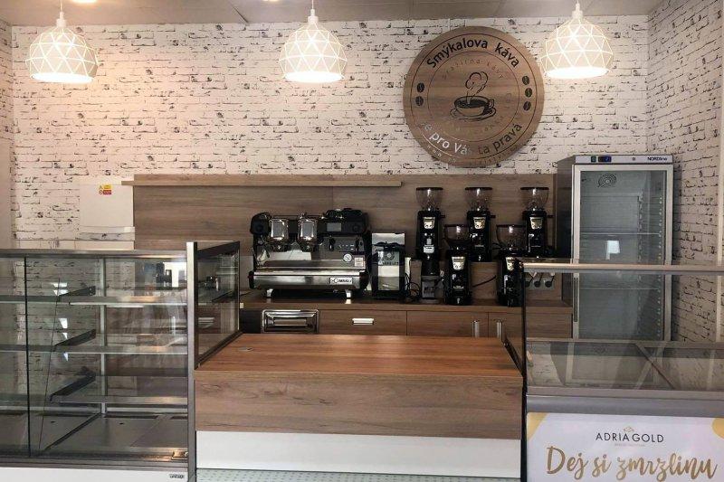 Smýkalova káva otevře v centru Vsetína. A Hráči VHK budou u toho