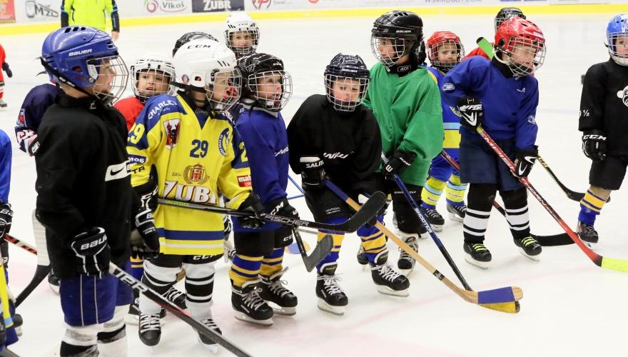 Nadační fond Vojtěcha Buriana přispěje na nápravná cvičení pro malé hokejisty