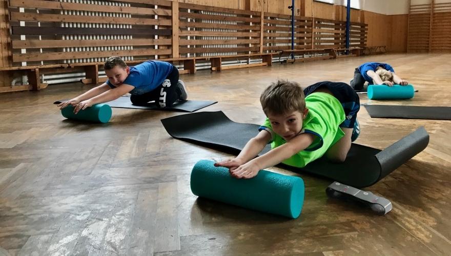 Nadační fond Vojtěcha Buriana zakoupil prvňákům pomůcky pro kompenzační cvičení