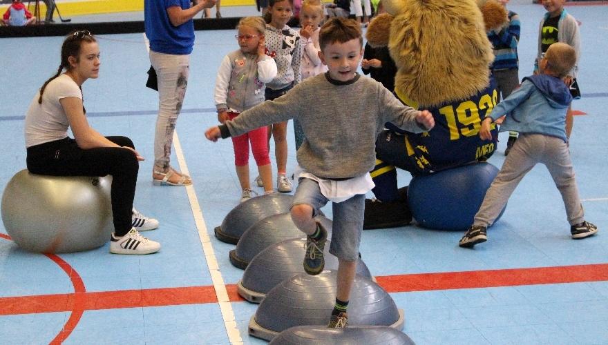 MEO Aréna byla znovu plná dětí, Zubři pro mateřské školy připravili hry a soutěže