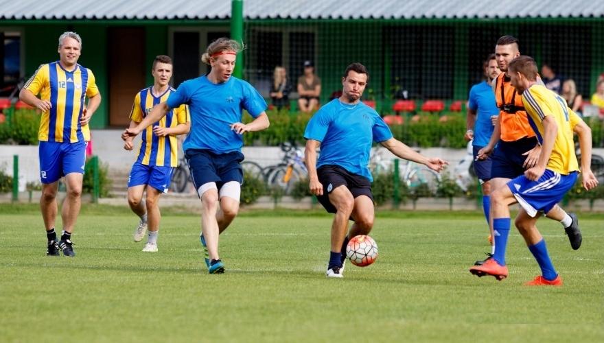 Zubři předváděli své fotbalové umění v Kozlovicích, benefice vynesla 16 tisíc!