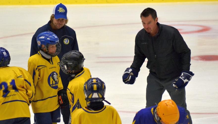Na MEO kempu trénuje stovka dětí! V týmu trenérů jsou Petr Čajánek i Štefan Žigárdy