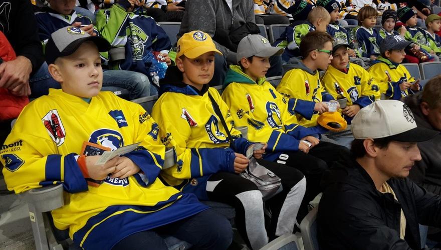 Zubří školní páťáci vyrazili do Prahy, v O2 areně sledovali trénink hvězd z NHL
