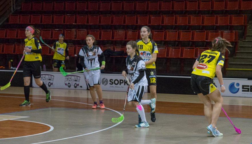 Ženy se vrhnou do play off! V neděli přivítají na domácí palubovce Plzeň!