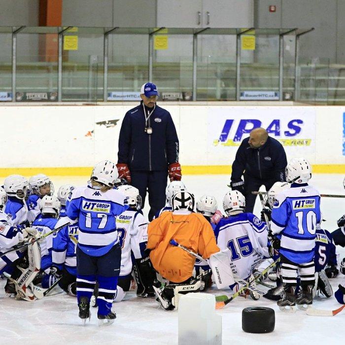 3a566b6de Hokejové víkendy jdou do svého cíle. Nabídly svůj předposlední díl.  Juniorský hokej