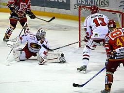 Hosté se s nepříznivým stavem nesmířili a v čase 19:59 se jim gólem Martina Táborského podařilo srovnat na 1:1.