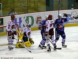 Chomutovští hokejisté v první třetině excelovali. Na 2:0 zvyšoval Michal Jeslínek.